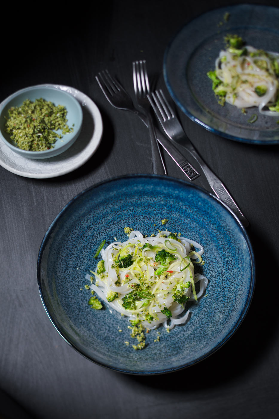 Recipe image, rice noodles with brocoli and basil pesto